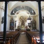 Ansicht Kirche innen mit Säulen_web