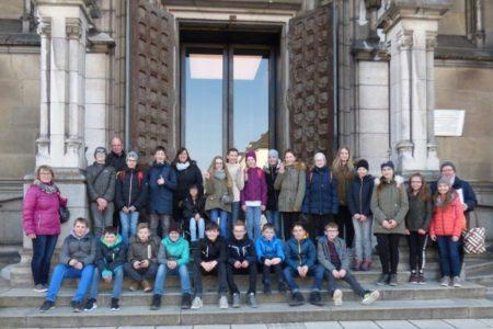 Firmlinge besuchen den Linzer Dom